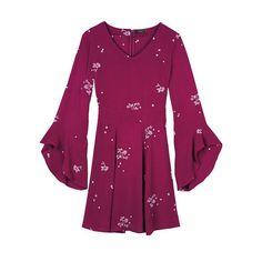 Un vestido floral esntallado y vaporoso. www.youravon.com/grostranCARACTERÍSTICAS• Cuello en V.• Mangas largas.• Zíper en la parte de atrás. MATERIALES100% rayón.Hecho en China.