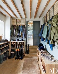 9 Hardworking but Stylish Mudroom Ideas Photos | Architectural Digest