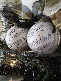 music Christmas balls