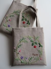 Totes with embroidered wreaths