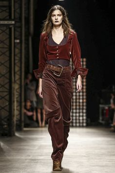 LIVESTREAMING: The Vivienne Westwood Fashion Show, ready-to-wear collection Fall…