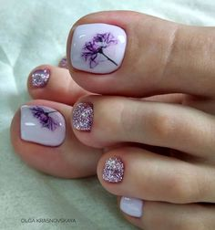 Semi-permanent varnish, false nails, patches: which manicure to choose? - My Nails Pretty Toe Nails, Cute Toe Nails, Toe Nail Art, Pedicure Designs, Manicure E Pedicure, Toe Nail Designs Summer, Flower Pedicure, Hair And Nails, My Nails