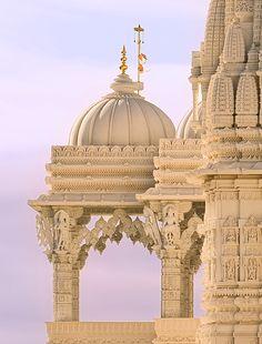 Swaminarayan Mandir Close-Up Indian Temple Architecture, India Architecture, Ancient Architecture, Beautiful Architecture, Architecture Details, Temple India, Hindu Temple, Ancient Indian Art, Amazing India