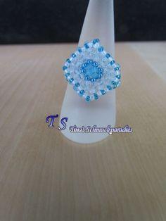 Ring: viereckige Tafel aus Rocailles gefädelt in den Farben jeansblau, türkis…