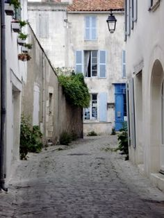 I could just ramble around alleyways in France and be happy :)