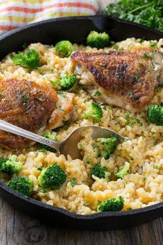 This one pot chicken with cheddar broccoli rice combines classic flavors for a quick and easy dinner. Chicken thighs are cooked with a creamy cheesy broccoli cheddar rice for a complete meal without a(Chicken Broccoli One Pot) One Pot Chicken, Chicken Broccoli, Broccoli Cheddar, Chicken Rice, Cheesy Chicken, Cheesy Rice, Lemon Chicken, Roasted Chicken, Healthy One Pot Meals