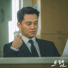 Korean Drama Online, Dramas Online, Candy, Eyes, Sweets, Candy Bars, Cat Eyes, Chocolates
