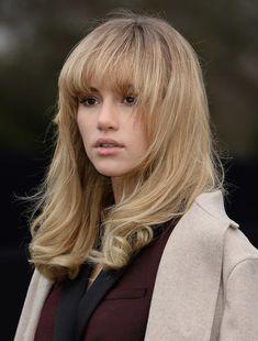 Suki Waterhouse: blonde hair - blunt fringe / bangs