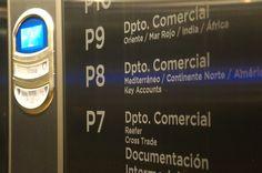 Vinilo de corte para directorio en ascensor. Sede corporativa MSC Valencia. Valencia, Phone, Elevator, Continents, Vinyls, Telephone, Mobile Phones