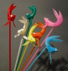 """Part origami, part magic, these orca (or """"shachi"""" in Japanese) decorations are sure to delight. All we need to make them is some bendy straws, some googly eyes, glue for. Straw Art, Diy Straw, Crafts To Make, Crafts For Kids, Diy Crafts, Plastic Straw Crafts, Plastic Spoons, Plastic Flowers, Plastic Bottles"""