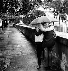 Amor não é se envolver com a pessoa perfeita, aquela dos nossos sonhos. Não existem príncipes nem princesas. Encare a outra pessoa de forma sincera e real, exaltando suas qualidades, mas sabendo também de seus defeitos. O amor só é lindo, quando encontramos alguém que nos transforme no melhor que podemos ser.  Autor: Desconhecido