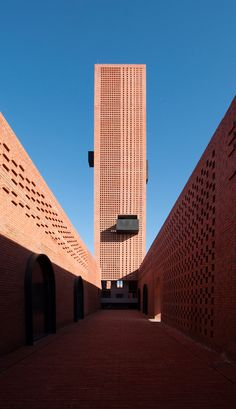 The use of brick throughout Tower of Bricks is intended to recall its site's former use. The bricks are laid in different bond patterns to create perforated surfaces that break up the otherwise solid masses.