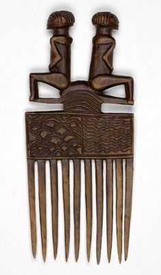 DR Congo Chokwe people wood comb ca Arte Tribal, Tribal Art, Afro Comb, Afrique Art, African Hairstyles, Black Hairstyles, African Tribes, African Masks, Indigenous Art