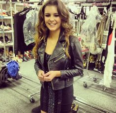 """Jacquie Lee (Jacqueline Ann """"Jacquie"""" Lee) Ƹ̴Ӂ̴Ʒ☆☻♡☹εїз 'The Voice' Alum Jacquie Lee in a Bebe number. Only Fashion, Teen Fashion, Boho Fashion, Fashion Outfits, Flowing Dresses, Nice Dresses, City Style, Boho Chic, Beautiful People"""