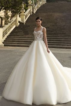 sweetheart ball gown wedding dress via crystal desing - Deer Pearl Flowers / http://www.deerpearlflowers.com/wedding-dress-inspiration/sweetheart-ball-gown-wedding-dress-via-crystal-desing/