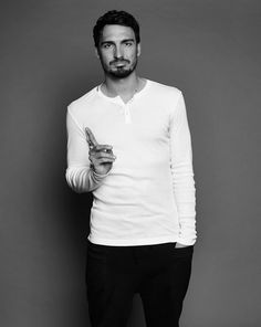 Hummels plays for Dortmund; and the German National Soccer Team. Football Boyfriend, Football Is Life, Soccer Boys, Football Soccer, Soccer Stuff, Rihanna, Mats Hummels, Mr Perfect, Interview
