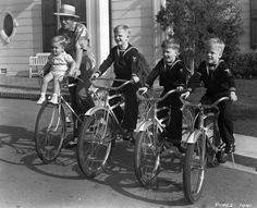 Bing Crosby   http://bingfan03.blogspot.com/2011/06/photos-of-day-bing-and-his-children.html
