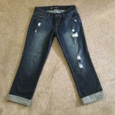 NWOT Guess Jeans Capris NWOT. Mint condition. Tight around hips and upper thighs. Loose from above the knee down. Super cute. Guess Jeans