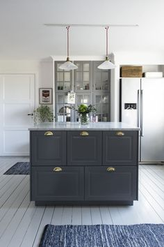 How To Decorate Kitchen Walls is utterly important for your home. Whether you pick the Painting Colors For Kitchen Walls or Top Of Cabinets Decor Kitchen, you will make the best Decor Top Of Kitchen Cabinets for your own life. Barn Kitchen, Kitchen Dining, Kitchen Decor, Luxury Kitchens, Cool Kitchens, Kitchen Designs Photos, Kitchen Wallpaper, Scandinavian Kitchen, Cabinet Decor