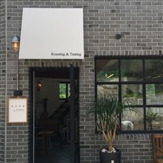 5월의 시작 5월은 생일도 있어 더 분주하고 행복하고 더 먹는(?) 그런 달 5월 1일부터 좋은 사람들과의 만... Bakery Interior, Shop Interior Design, Store Design, Brick Cafe, Storefront Signs, Cafe Concept, Coffee Shop Bar, Wayfinding Signage, Store Signage