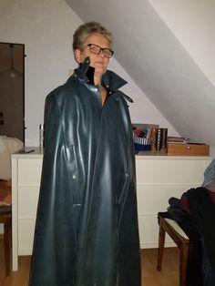Rain Cape, Rubber Raincoats, Yellow Raincoat, Rain Wear, Black Rubber, Sexy Women, Latex, Inspiration, Fashion