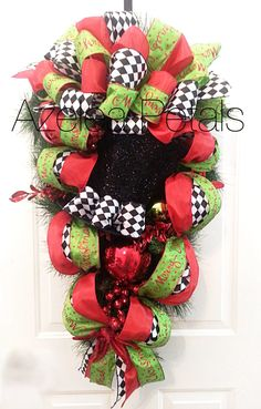 Top Hat Christmas Swag, Harlequin Christmas Swag, Black and White Checkered Wreath, Decoration, Christmas Decor Wreath, Holiday Door Hanger by Azeleapetals on Etsy https://www.etsy.com/listing/211188114/top-hat-christmas-swag-harlequin