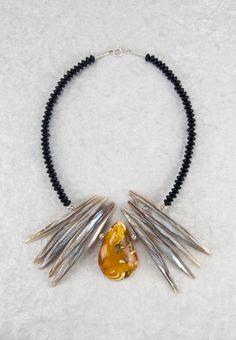 Einzigartige Statement-Kette mit Bernstein   Statement necklace with a one-of-a-kind piece of amber   atelier ie.