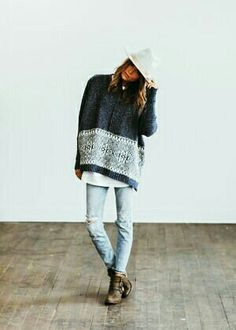 So lovely... light jeans, large sweater, boots and a white sleek hat