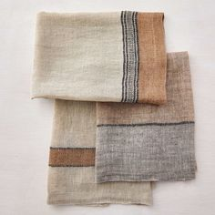 beautiful linen tea towels in grays and warm neutrals Fibre Textile, Home Textile, Textile Design, Hand Towels, Tea Towels, Linen Towels, Ropa Free People, Weaving Projects, Wabi Sabi