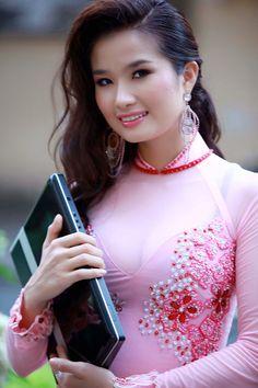 """Cao Thùy Dương dự Hoa hậu Quốc tế 2008 diễn ra tại Nhật Bản, Hong Kong và Macau. Cô giành giải """"Hoa hậu được khán giả yêu thích""""  #candientu"""
