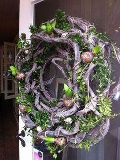 Wreath with spring bulbs Spring decor for room your home decoration Easter Wreaths, Holiday Wreaths, Flower Decorations, Christmas Decorations, Holiday Decor, Diy Wreath, Door Wreaths, Advent Wreath, Deco Nature