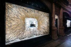 Znalezione obrazy dla zapytania christmas decorations for shop windows