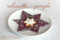Serwetka złożona w kształt gwiazdy - #poradnik o tym jak złożyć serwetkę w gwiazdę  http://pozytywnakuchnia.pl/serwetka-gwiazdka/  #home #dom #decor