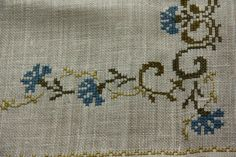 Beautiful floral embroidered  tablerunner in linen by Ingsvintage