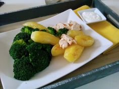 Czary w kuchni- prosto, smacznie, spektakularnie.: Comber z królika z żółtymi ziemniakami podany obok... Baked Vegetables, Broccoli, Rabbit, Potatoes, Dishes, Chicken, Meat, Baking, Food