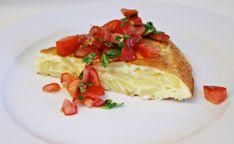 Opskrift på en spansk klassiker - Tortilla Española, en spansk omelet. Den er uundværlig på et tapasbord og smager skønt som let vegetarisk aftensmad