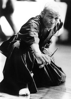 The late and great Iwata Sensei / i think he is an old warrior. Kendo, Aikido, Karate, Geisha, Bushido, Fighting Poses, Warrior Spirit, Art Japonais, Japanese Sword
