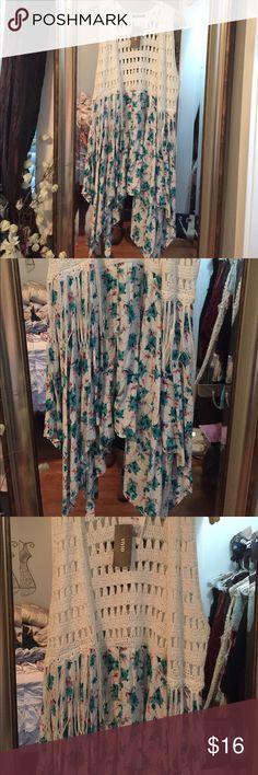 New floral knit vest NWT! Jr xl Tops