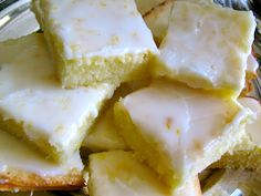 Lemon Brownies Recipe - Light & Delicious - If You Love Lemon, These Are For You! Lemon Brownies C flour C sugar t salt 1 stick butter, Yummy Treats, Sweet Treats, Yummy Food, Just Desserts, Dessert Recipes, Lemon Desserts, Dessert Bars, Rita Recipe, Recipe Link