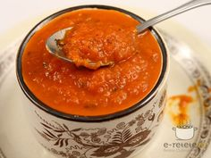 Tomato Sauce for Pasta and Pizza (Romanian instructions) Canning Salsa, Tomato Pasta Sauce, Pizza, Healthy Lifestyle, Curry, Food And Drink, Ethnic Recipes, Desserts, Paste