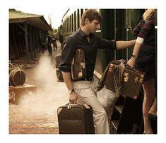 ルイ・ヴィトン(Louis Vuitton)の2010年秋冬キャンペーンが公開された。モデルにはアンドリュー・クーパー(Andrew Cooper)らが抜擢。 フォトグラファーには、お決まりのカーター・スミスCarter Smith)。 Carter Smith サイト www.louisvuitton.com