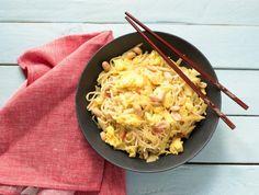 Oosterse roerbak met wittekool Met ei en gezouten pinda's
