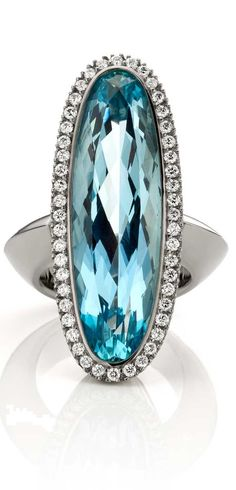 Rosamaria G Frangini | HighJewellery Antique | LuxeBeALady | Aquamarine ring with Diamonds in 18k