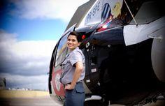 PMESP Polícia Militar Estado de São Paulo -Ten PM Fem Lara Carolina, em frente a um helicóptero da PM do Grupamento Aéreo de Sorocaba (Foto: Raul Zito/G1)