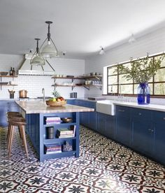 Blue works great for kitchen design and we have found some amazing blue kitchen ideas to get you inspired. | www.homedecorideas.com | #homedecorideas #kitchendecor #bluekitchen #kitcheninspiration