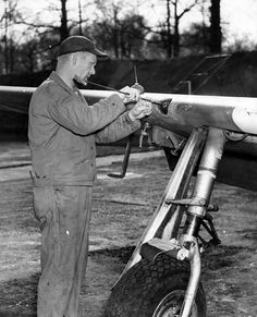 Armorer Cleans The Caliber Machine Guns of the Mustang P51 Mustang, American War, Fighter Aircraft, Ww2, Aviation, Machine Guns, Mustangs, Airplanes, Europe