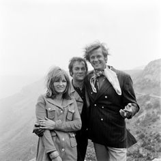 The persuaders, Roger Moore, Tony Curtis, male actors, great guys, tv series, dear memories, mountain view, hair style, 70's, photo b/w.  I do not know the name of the woman in the picture, - input are welcome :-)