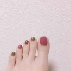 The Most Trendy Fall Nail Designs You'll Love - trend nail ideas! Nails Now, Love Nails, Pretty Nails, My Nails, Toe Nail Designs, Fall Nail Designs, Pedicure Nail Art, Feet Nails, Minimalist Nails