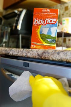 Amazing Ways To Use Dryer Sheets – Country Diaries Borax Cleaning, Household Cleaning Tips, House Cleaning Tips, Diy Cleaning Products, Cleaning Solutions, Cleaning Hacks, Bounce Sheets, Dryer Sheet Hacks, Uses For Dryer Sheets