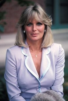 Linda Evans shot to fame as Krystle whose on-screen cat fights with her bitter rival Alexis, played by Joan Collins, became notorious Beautiful Celebrities, Beautiful Actresses, Beautiful Women, Dynasty Serie, Linda Evans Dynasty, Der Denver Clan, Glamour, Jolie Photo, Romantic Couples